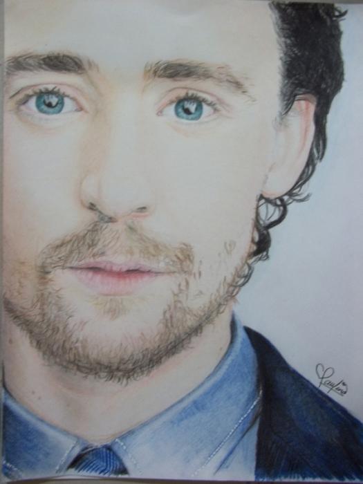 Tom Hiddleston by PauTurner